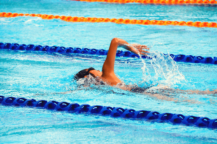 A woman swimming in a swimming pool.