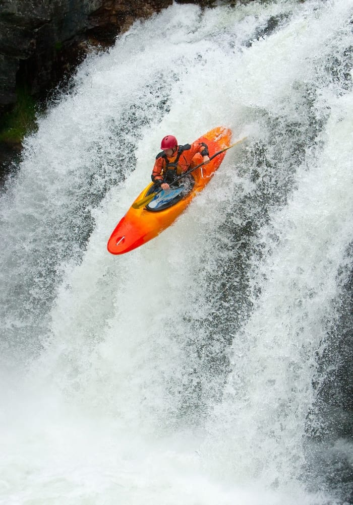 5 Best Whitewater Kayaks [2021] For Top-Notch Maneuverability
