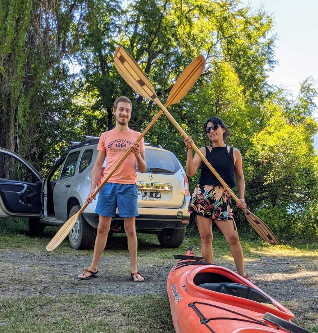 How To Choose A Kayak Paddle [Sizing Guide Included]